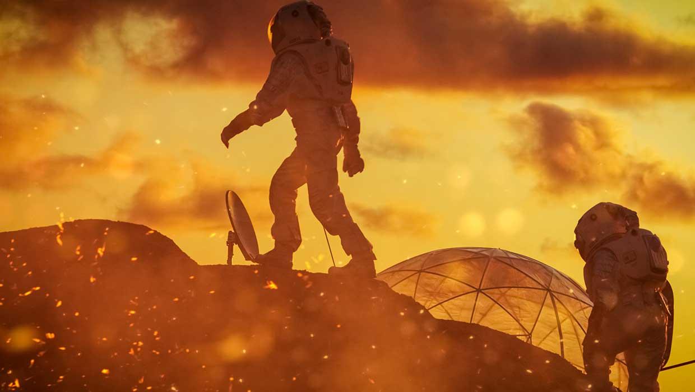 Kaksi astronauttia kävelemässä kuun pinnalla